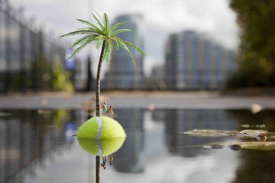 Slinkachu:The Last Resort