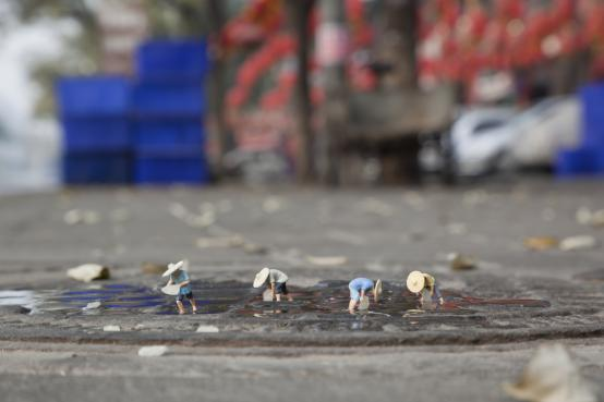 Slinkachu:The Food Chain