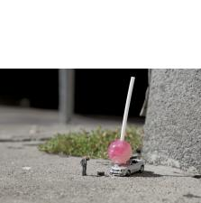 Slinkachu:Damn Kids