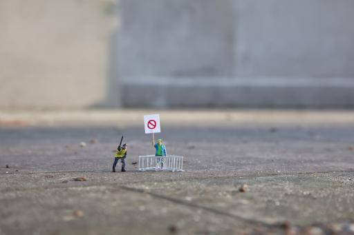 Slinkachu:Riot