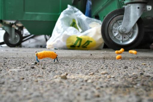 Slinkachu:Scavengers